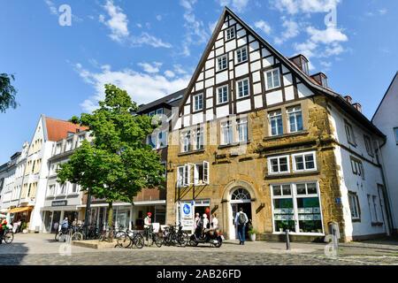 Fachwerkhaus, Einkaufstraße Obernstraße, Bielefeld, Nordrhein-Westfalen, Deutschland - Stock Photo