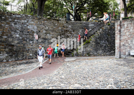 tourists walk down steps from river street factors walk and factors row connecting former cotton factors and exchange to the bluff at bay street savan - Stock Photo