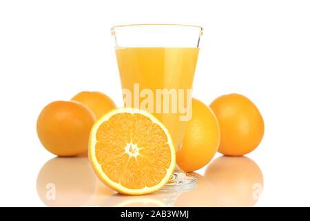 Glas mit Orangensaft und Orangen |Glass with orange juice and oranges| - Stock Photo