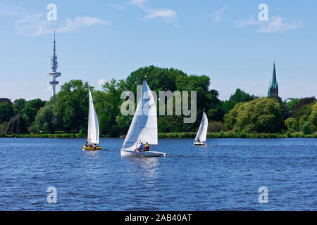Segelboote auf der Außenalster in Hamburg |Sailboats on the Alster lake in Hamburg| - Stock Photo