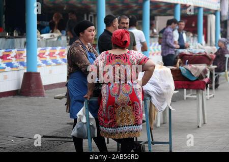 Daily life at Chorsu Bazaar in Tashkent - Stock Photo