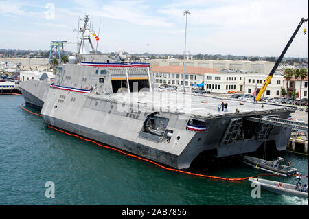 SAN DIEGO (July 18, 2012) The Littoral Combat Ship USS Independance (LCS 2) recovers a boat while moored at Naval Base San Diego. - Stock Photo