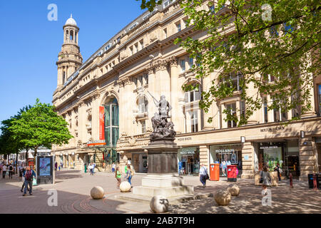 Royal Exchange Theatre and Boer War Memorial, Exchange Street, St. Annes Square, Manchester City centre, Manchester, England, United Kingdom, Europe - Stock Photo