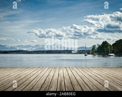 Sicht von einem Bootssteg aus auf die Zugspitze - Stock Photo