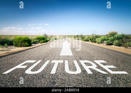 Eine unendlich lange Strasse mit der wegweisenden Aufschrift: 'Future' - Stock Photo