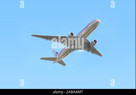 Ein Flugzeug ueber den Wolken - Stock Photo