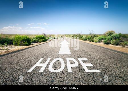 Eine unendlich lange Strasse mit der wegweisenden Aufschrift: 'Hope' - Stock Photo