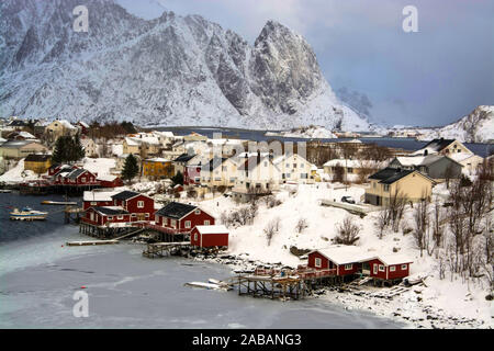 Reine auf den Lofoten mittags an einem Wintertag, Norwegen. - Stock Photo
