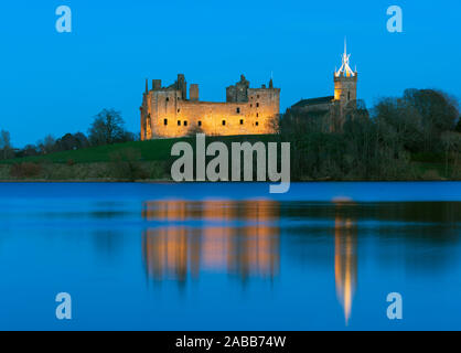 View of Linlithgow Palace at night in Linlithgow, West Lothian, Scotland, UK. Birthplace of Mary Queen of Scots. - Stock Photo
