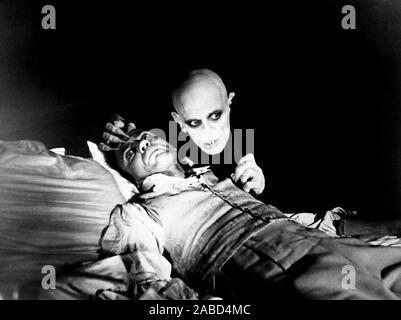 NOSFERATU THE VAMPYRE, (aka NOSFERATU: PHANTOM DER NACHT), from left, Bruno Ganz, Klaus Kinski, 1979, TM & Copyright ©20th Century Fox Film Corp. All rights reserved/courtesy Everett Collection