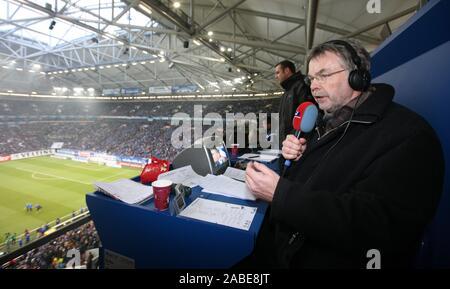 Gelsenkirchen, Deutschland. 06th Dec, 2008. firo football, football: 06.12.08 1st Bundesliga, season 2008/09 FC Schalke 04 - Hertha BSC Berlin 1: 0 Manni BREUCKMANN, WDR 2, radio host, commentator, voice of the Ruhr, on the tribune with microphone copyright by firo sportphoto: Our general terms and conditions, available at www.firosportphoto.de Pfefferackerstr. 2a 45894 G elsenkirchen Germany www.firosportphoto.de mail@firosportphoto.de (V olksbank B ochum W itten) BLZ .: 430 601 29 Kt. Nr .: 341 117 100 Tel: 0209 - 9304402 Fax: 0209 - 9304443 | usage worldwide Credit: dpa/Alamy Live News - Stock Photo