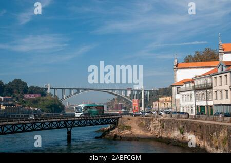 Ponte da Arrábida (Arrabida Bridge) is an arch bridge of reinforced concrete, that carries six lanes of traffic over the Douro River, between Porto an - Stock Photo
