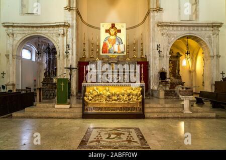Altar im Dom San Nicolo, Taormina, Sizilien, Italien, Europa  |  Taormina Cathedral Church of San Nicola altar, Taormina, Sicily, Italy, Europe - Stock Photo