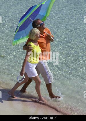 Senioren - Paar am Strand von Ibiza - Stock Photo