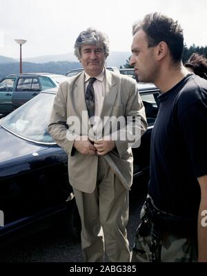 8th August 1993 During the war in Bosnia: the Bosnian Serb leader, Dr. Radovan Karadžić, arriving at the Serb Democratic Party headquarters in the Hotel Panorama in Pale. - Stock Photo