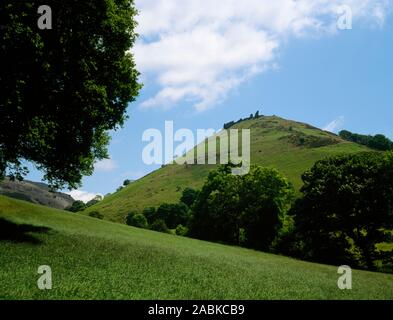 Castell Dinas Brân, Llangollen. The footpath access zigzags it way up hill to the ruins on the hilltop. - Stock Photo