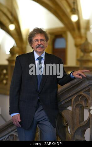 Professor Dr. Reinhard Roos, Chief Physician of the Clinic for Paediatrics and Youth Medicine at Harlaching Hospital, has been awarded the medal 'Munich shines - The friends of Munich'. The picture shows him in Munich City Hall. [automated translation] - Stock Photo