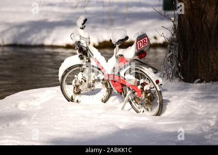 A rental bicycle of Deutsche Bahn stands in the snow-covered English Garden [automated translation] - Stock Photo