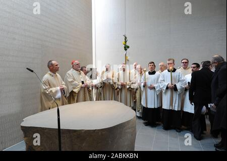 Cardinal Reinhard Marx (2nd from left) consecrates the newly built church St. James at Quiddestrasse 35 in Neuperlach. In the picture [automated translation] - Stock Photo