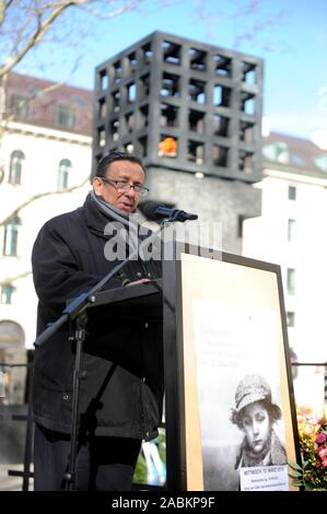 Erich Schneeberger, state chairman of the Association of German Sinti and Roma, speaks at a ceremony commemorating the 141 Sinti and Roma from Munich and the surrounding area who were deported by the Nazis on the Square of Victims of National Socialism. [automated translation] - Stock Photo
