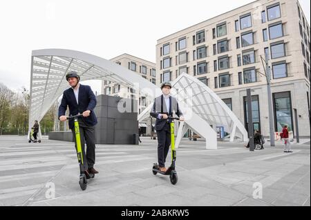 Test drive: Even before the nationwide release of e-scooters, presumably in May, in Munich's Schwabinger Tor district, the e-kick scooter provider 'hive' (part of the Mobility Joint Venture of BMW and Daimler) starts its first pilot project nationwide.  Picture: CEO of hive Tristan Torres Velat (left) and Roland Wüst, Managing Director of the Jost Hurler Group (right). [automated translation] - Stock Photo
