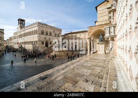 Perugia. Italy. The central Piazza IV Novembre, Corso Pietro Vannucci, Palazzo dei Priori (left), Fontana Maggiore (centre) and the Cattedrale di San - Stock Photo