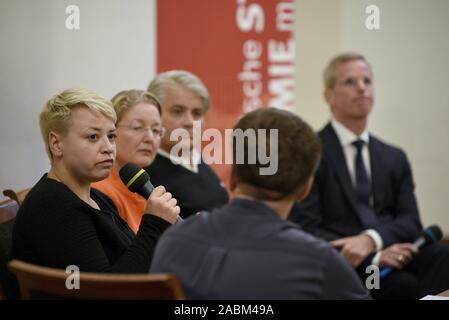 Discussion event at the Munich City Hall on the topic of 'Right-wing terror and the failure of the state' on the first anniversary of the pronouncement of judgement in the NSU proceedings. The picture shows the discussants from the left: Caro Keller (NSU-watch), Annette Ramelsberger (Süddeutsche Zeitung), Mehmet Daimagüler (representative in the NSU trial) and Clemens Binninger (former chairman of the NSU investigative committee in the German Bundestag). In the foreground presenter Thies Marsen (Bayerischer Rundfunk). [automated translation] - Stock Photo