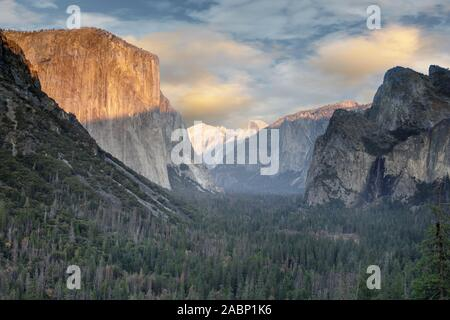 Dramatic sunset over Yosemite Valley from Tunnel View - Stock Photo