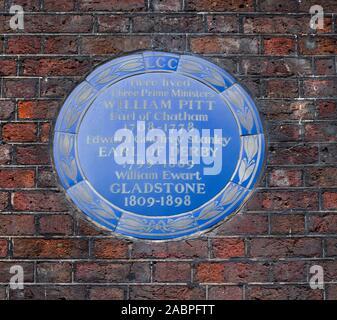 Blue plaque outside Chatham House, St James' Square, London - Stock Photo