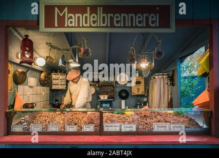 Dresden, Germany. 28th Nov, 2019. Since the completion of the Frauenkirche on the Neumarkt, a historical Christmas market has taken place. The organizers make high demands on authenticity and originality. In this way, market backdrops and stands are reproduced true to detail. Credit: Nico Schimmelpfennig/dpa-Zentralbild/ZB/dpa/Alamy Live News - Stock Photo