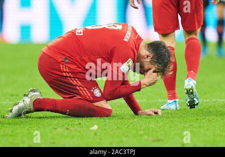 Munich, Germany. 30th Nov, 2019. Football FC Bayern Munich - Leverkusen, Munich November 30, 2019. Javi MARTINEZ, FCB 8 FC BAYERN MUNICH - BAYER 04 LEVERKUSEN - DFL REGULATIONS PROHIBIT ANY USE OF PHOTOGRAPHS as IMAGE SEQUENCES and/or QUASI-VIDEO - 1.German Soccer League, Munich, November 30, 2019 Season 2019/2020, matchday 11, FCB, München Credit: Peter Schatz/Alamy Live News - Stock Photo
