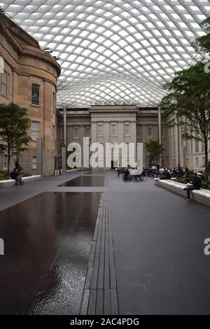 Kogod Courtyard. National Portrait Gallery Interior, Washington, D.C., USA.  By Foster + Partners. - Stock Photo