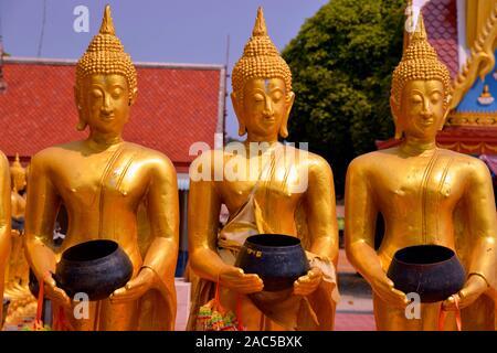 Bettelnde Buddhas in Thailand - Stock Photo