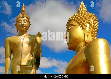 Zwei goldene Buddha in Pattaya, Chon Buri, Thailand