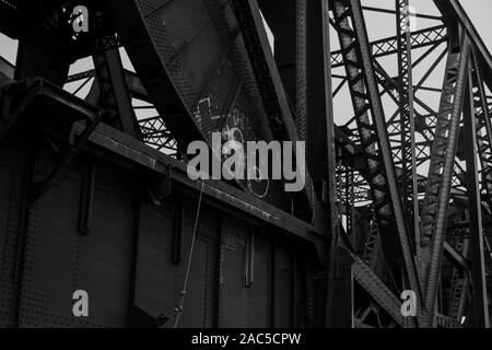 chicago illinois ash street drawbridges over shipping canal steel girders bridge pattern black and white - Stock Photo