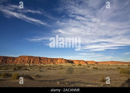 Rote Felswand im Ischigualasto, Anden, Argentinien, Red rockface at Parque Provincial Ischigualasto, Andes, Argentina - Stock Photo