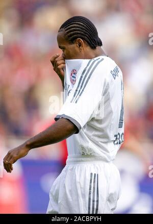 BayArena Leverkusen Germany, 28.09.2002, Football: German Bundesliga season 2002/03, matchday 7, Bayer 04 Leverkusen (B04, red) vs Bayern Munich (FCB, white); ze Roberto (FCB) reacts - Stock Photo