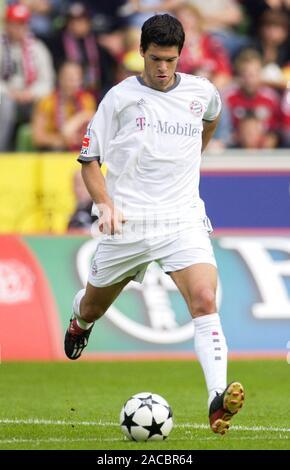 BayArena Leverkusen Germany, 28.09.2002, Football: German Bundesliga season 2002/03, matchday 7, Bayer 04 Leverkusen (B04,red) vs Bayern Munich (FCB, white); Michael Ballack (FCB) - Stock Photo