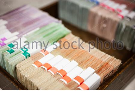500 Euro Scheine in einer Kasse bei einer Bank - Stock Photo