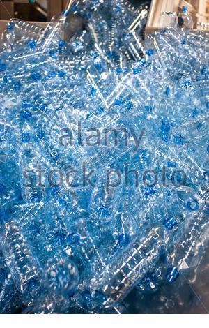 Leere Plastikflaschen vor der Abfüllung - Stock Photo