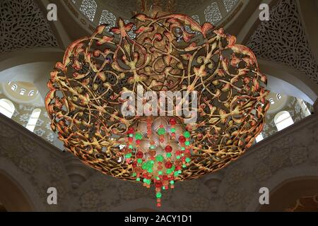 Chandelier in the Sheikh Zayid Mosque in Abu Dhabi - Stock Photo