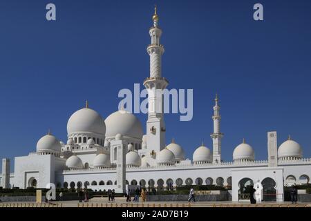 Abu Dhabi, Sheikh Zayed Grand Mosque, Südansicht - Stock Photo