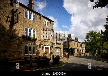 Glossop market town, the High Peak, Derbyshire, England.  Glossop Old Town Church Street Bulls Head pub. Traditional pub dating back to 1607 - Stock Photo