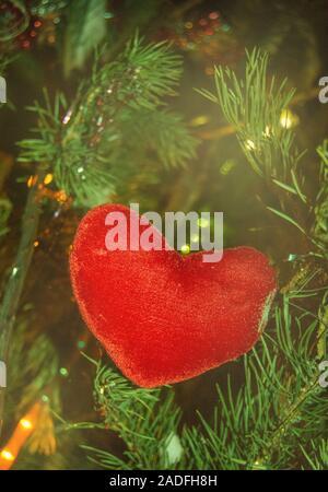 HANDMADE SHABBY CHIC HANGING HEARTS DECORATION GARLAND RED AND WHITE