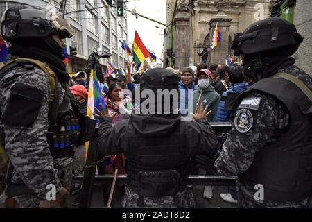 La Paz, La Paz, Bolivia. 12th Nov, 2019. Clashes in La Paz/Bolivia. La Paz mutiny Anti Riots Police unit try to calm down a pro Evo Morales rally asking for new temporal president Añez to quit . Demonstrators have taken to the streets in Bolivia after the counting of votes on October 2019 presidential election descended into controversy about a massive fraud from the Evo Morales MAS party.The country's opposition has accused the government of President Evo Morales of fraud after the count was mysteriously suspended for 24 hours during the votes counting while pointing to the need for a - Stock Photo