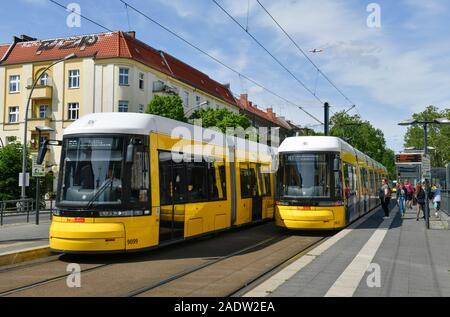 Tram, Vinetastraße, Pankow, Berlin, Deutschland
