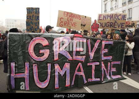 Lyon, France. 5th Dec, 2019. Students march in Lyon, France to protest the Macron government's proposals to reform the French pension system. Credit: James Colburn/ZUMA Wire/Alamy Live News - Stock Photo
