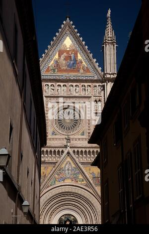 The Gothic rose window above the western door of the Duomo di Orvieto.  The window is believed to have been constructed in the 14th century by Florent - Stock Photo