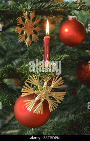 Kerzenlicht am Christbaum - Stock Photo