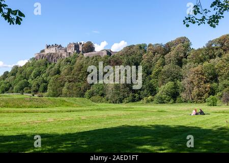 Couple in the lawn with the Stirling Castle, Stirling, Stirling and Falkirk, Scotland, UK